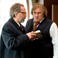 Gerard Depardieu e Fabrice Luchini nel film Potiche, di François Ozon.