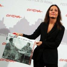Maria Sole Tognazzi autrice di Ritratto di mio padre con una delle immagini promozionali del Festival di Roma 2010