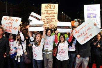Roma 2010, manifestanti contro i tagli allo spettacolo bloccano la serata inaugurale.
