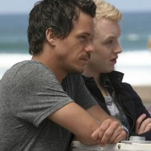 Michael Raymond-James e Noel Fisher in Terriers nell'episodio Missing Persons