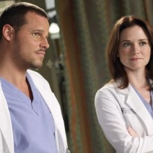 Sarah Drew e Justin Chambers in Grey's Anatomy nell'episodio Something's Gotta Give