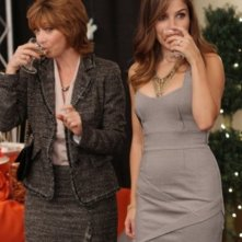 Brooke (Sophia Bush) con Sylvia (guest star Sharon Lawrence) nell'episodio Luck Be a Lady di One Tree Hill