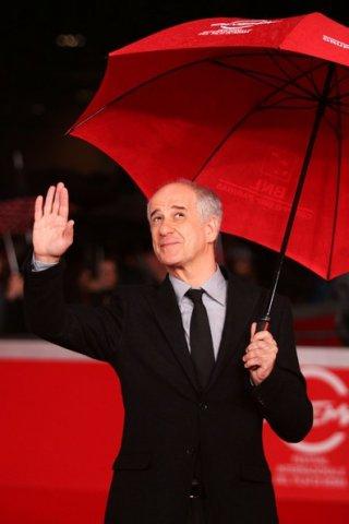 red carpet bagnato per Toni Servillo che presenta Una vita tranquilla a Roma 2010