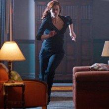 Tess (Cassidy Freeman) in corsa in una scena dell'episodio Abandoned di Smallville