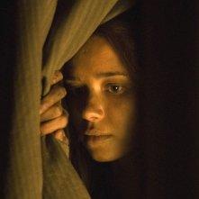 Dafne Fernández in una scena di Entre lobos