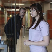 Hugh Laurie e  Amber Tamblyn in Dr House: Medical Division nell'episodio A Pox on Our House