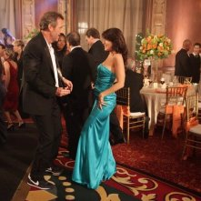 Hugh Laurie e Lisa Edelstein in Dr House: Medical Division nell'episodio Small Sacrifices