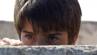 Un bel primo piano di Luigi Ciardo nel film L'estate di Martino del 2010