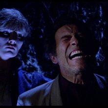 Janet Agren uccide Christopher George in una scena del film Paura nella città dei morti viventi