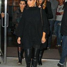 Le sorelle Kim, Khloe e Kourtney Kardashian lasciano il loro hotel di New York