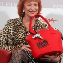 Roma 2010, Zazie De Paris, presenta Kill Me Please con una borsa a tema.