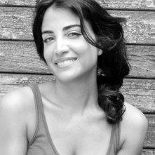 Una sorridente Emanuela Mulè in un ritratto in bianco e nero.