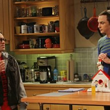 Johnny Galecki e Jim Parsons nell'episodio The Irish Pub Formulation di The Big Bang Theory