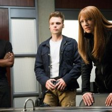 Seth Gabel, Anna Torv e Lance Reddick nell'episodio Amber 31422 di Fringe