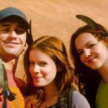 James Franco, Kate Mara ed Amber Tamblyn in una scena del film 127 Hours
