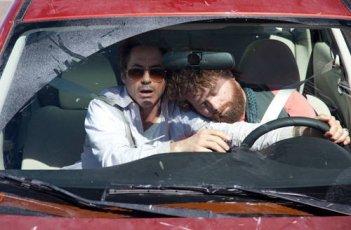 Robert Downey Jr e Zach Galifianakis, protagonisti del divertente road movie Due Date