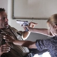 Andrew Lincoln e Laurie Holden nell'episodio Una via d'uscita di The Walking Dead