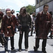 Andrew Lincoln e Steven Yeun nell'episodio Una via d'uscita di The Walking Dead