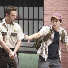 Steven Yeun ed Andrew Lincoln nell'episodio Bentornato papà di The Walking Dead