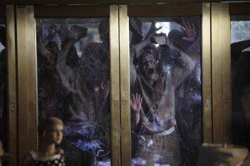 Una scena dell'episodio Una via d'uscita di The Walking Dead