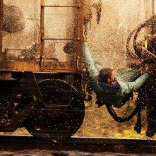 Chris Pine in una sequenza d'azione del film Unstoppable