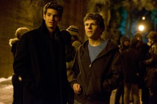 Jesse Eisenberg ed Andrew Garfield nel film The Social Network