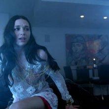 Crystal Reed in una scena del film Skyline