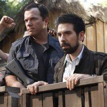 Adam Baldwin e Joshua Gomez a bordo ring nell'episodio Chuck Versus Phase Three