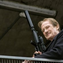 Bill Nighy in una scena di Wild Target