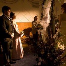 David Blue, Jennifer Spence, Robert Carlyle, Elyse Levesque e Brian J. Smith al matrimonio in Cloverdale di Stargate Universe
