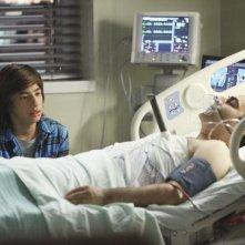 Jimmy Bennett e Jason Antoon nell'episodio No Ordinary Accident di No Ordinary Family