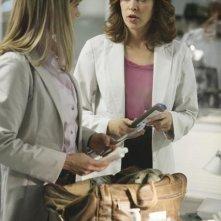 Julie Benz ed Autumn Reeser nell'episodio No Ordinary Accident di No Ordinary Family