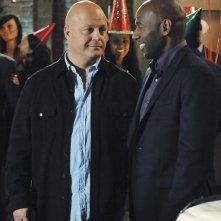 Michael Chiklis e Romany Malco nell'episodio No Ordinary Mobster di No Ordinary Family