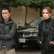 NCIS: Ziva David (Cote de Pablo) e Liat Tuvia (Sarai Givaty) nell'episodio Enemies Foreign