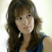 Claire Van Der Boom in Hawaii Five-0 nell'episodio Hao Kanaka