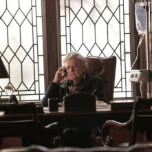 Hal Holbrook in una scena dell'episodio I Know Who You Are di The Event