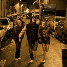 Antonin Chalon tra Nina Rodriguez e Julie-Marie Parmentier nel film No et moi