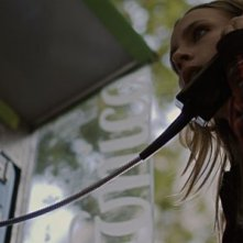 Aura Garrido in una scena del film Planes para mañana