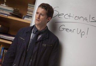 Matthew Morrison in una scena dell'episodio The Substitute di Glee
