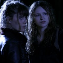 Ornella Boulé e Christa Theret in una scena del film Le village des ombres