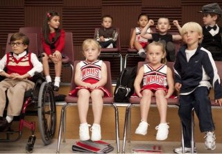 Un'immagine delle versioni infantili dei protagonisti di Glee nell'episodio The Substitute
