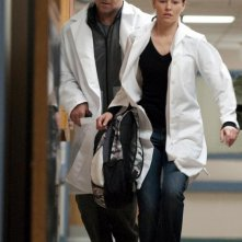Elizabeth Banks e Russell Crowe nel film The Next Three Days