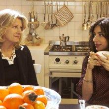 Angela Finocchiaro con Sabrina Impacciatore nella miniserie Due mamme di troppo