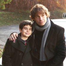 Giorgio Pasotti con il piccolo Simone Garofalo nella miniserie Due mamme di troppo