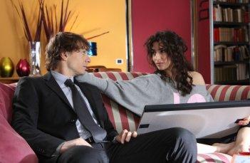 Giorgio Pasotti con Sabrina Impacciatore nella miniserie Due mamme di troppo