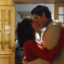 Bacio appassionato per Alessandro Gassman e Valentina Lodovini nel film La donna della mia vita
