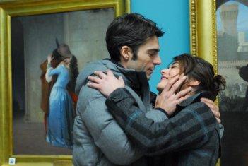 Bacio romantico per Luca Argentero e Valentina Lodovini nel film La donna della mia vita