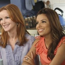 Eva Longoria e Marcia Cross in una scena dell'episodio Remember Paul? di Desperate Housewives