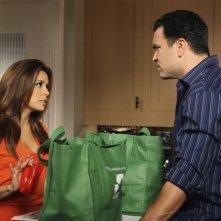 Eva Longoria e Ricardo Antonio Chavira nell'episodio Sorry Grateful di Desperate Housewives