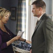 Felicity Huffman e Doug Savant in una scena dell'episodio Truly Content di Desperate Housewives